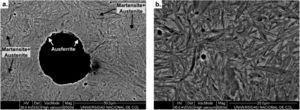 SEM micrographs of the austempered samples: (a) distribution of ausferrite and martensite+unreacted austenite zones, (b) detailed view of the lenticular martensite.