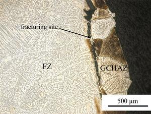 Fracturing site of dissimilar ASS/FSS joint with 0.5-mm offset.