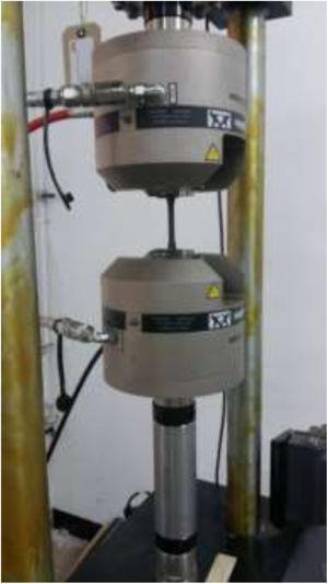 Instron-8801 fatigue testing machine.