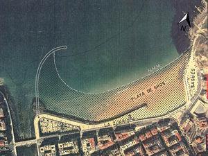 Línea de orilla. Nivel medio del mar (N.M.M.) previsto en [1] para la playa con la configuración de espigón curvo (alternativa C2).