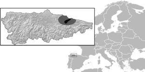"""Location of Asturias in North Spain, and the area where study was conducted (43°28′N, 5°14′O). Natural Reserve of """"Sierra del Sueve"""" and surroundings are indicated in dark gray and light gray correspondently."""
