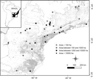 Distribution of 48 frugivorous bird assemblages in the southeastern Brazilian Atlantic forest (see supplementary data 1). All study assemblages occur in forest fragments (or patches within forests of larger extent), and are represented by four symbols according to their size (in ha).